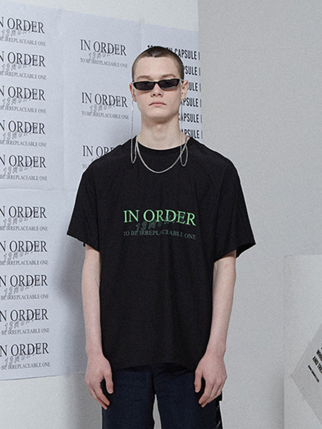 [13month]IN ORDER PRINT T-SHIRT BLACK